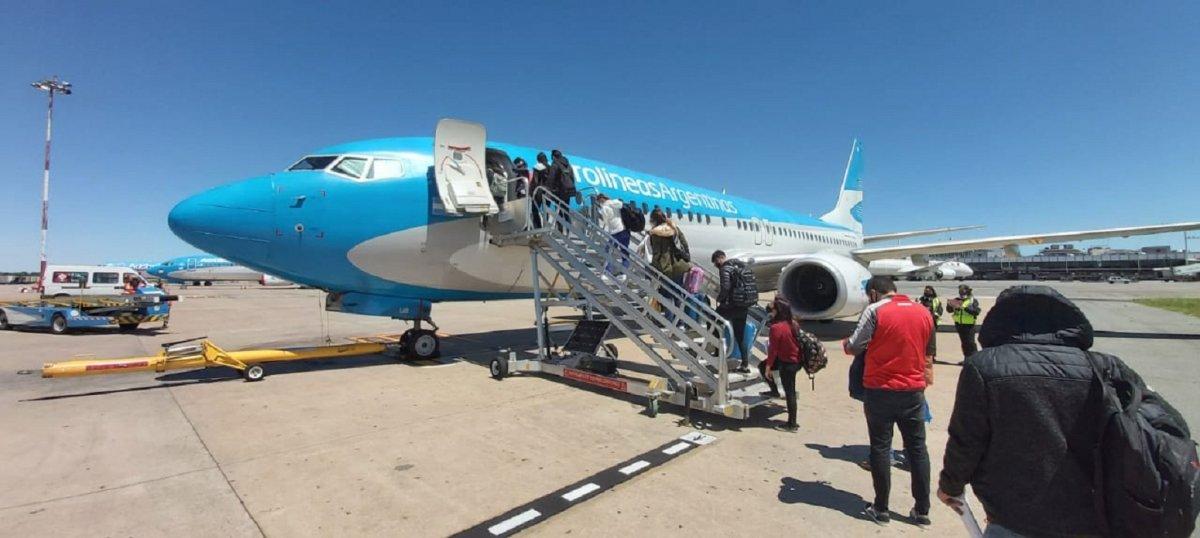 Desembarcaron un avión por un posible positivo de coronavirus