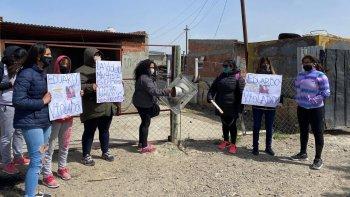 Vecinos del barrio Comipa escracharon a un presunto violador