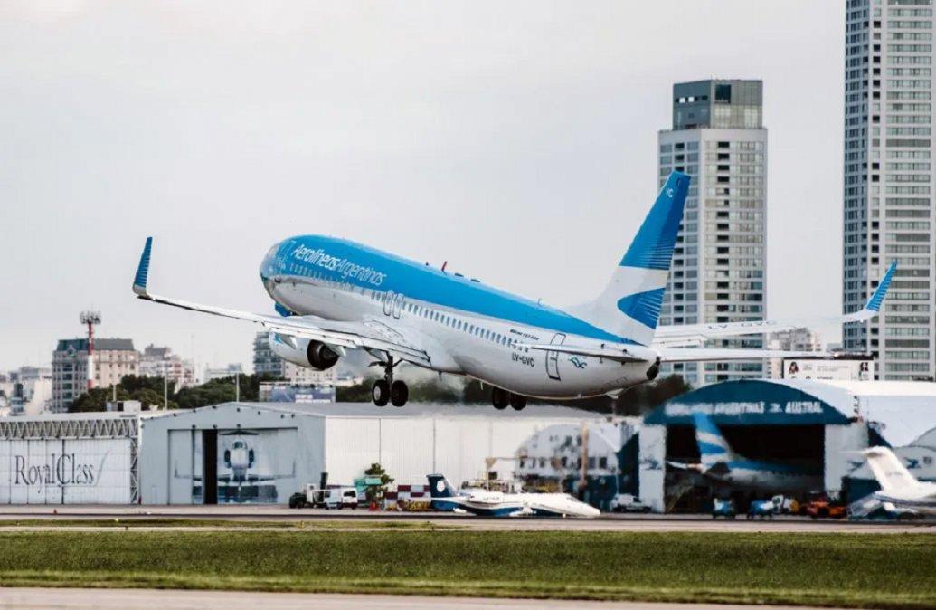 Aerolìneas Argentinas sancionarà con dureza a aquellos pasajeros que traten de viajar evadiendo los controles sanitarios.