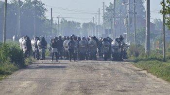 La policía avanza en el desalojo de los terrenos en Guernica