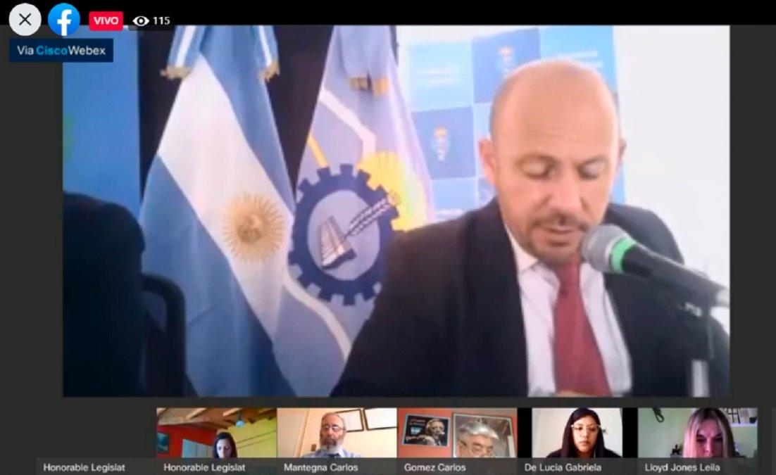 Ricardo Sastre preside la sesión virtual desde la Legislatura del Chubut.