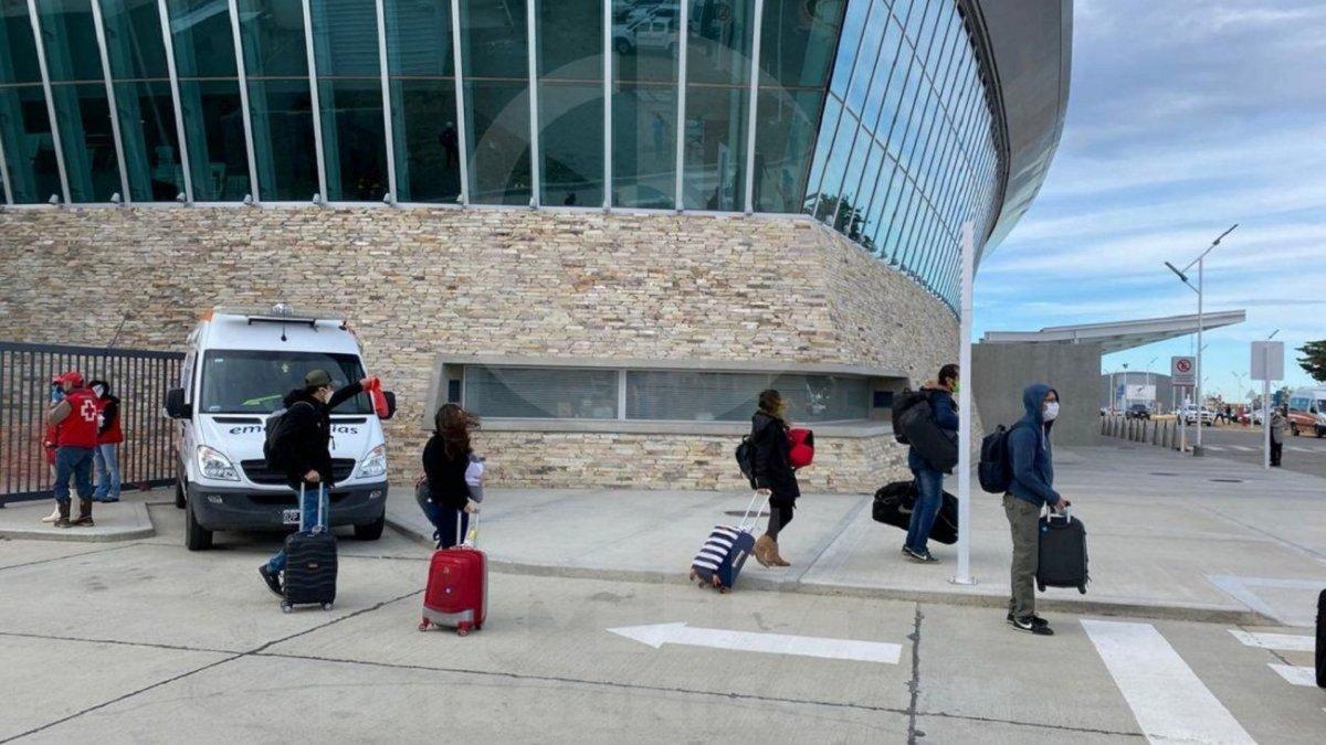 Tras las críticas por el incumplimiento de protocolos, llega el segundo vuelo de Ezeiza