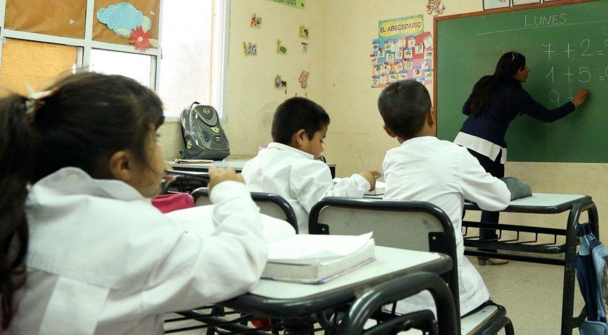 Hubo acuerdo entre el Gobierno Provincial y los gremios docentes y se aprobó el protocolo para volver a clases.