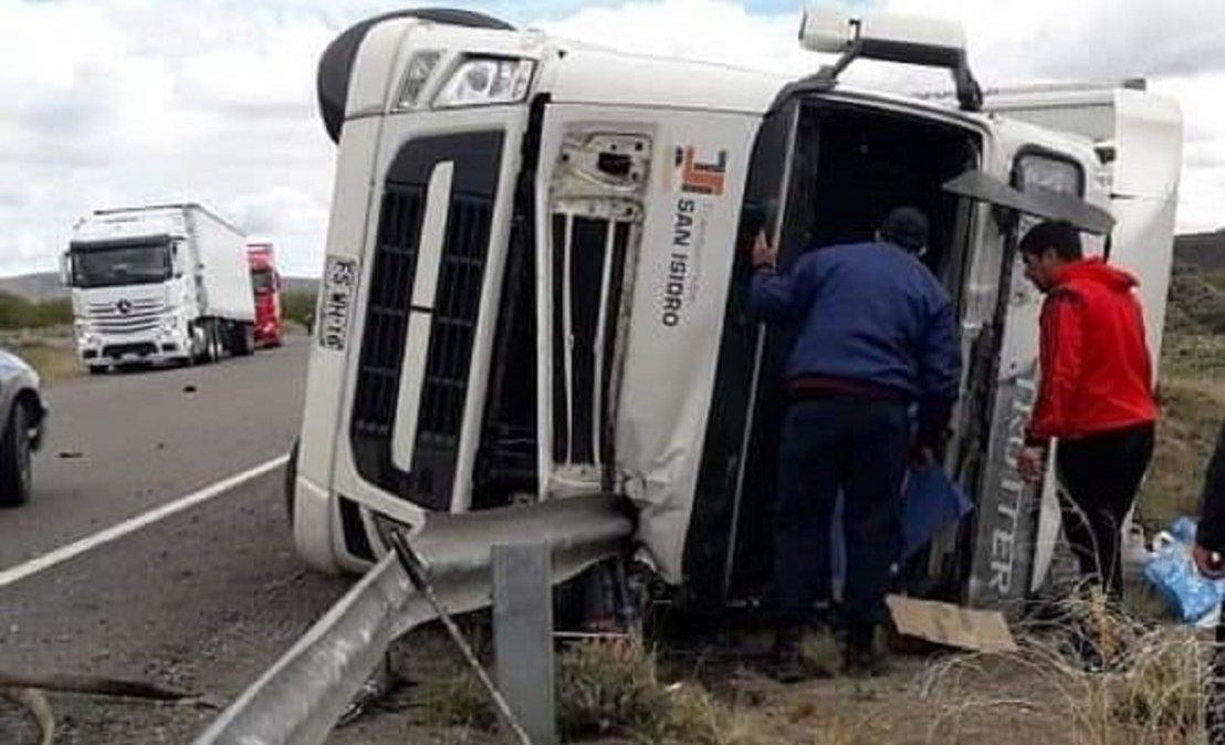 Otro camión volcado en rutas de la provincia. En este caso ocurrió sobre la mañana en la Ruta 40