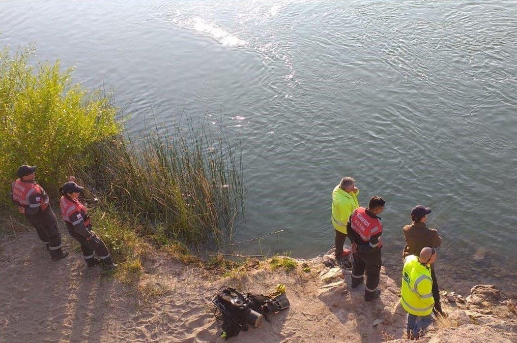Preocupa que la gente decida bañarse en las peligrosas aguas del río Chubut