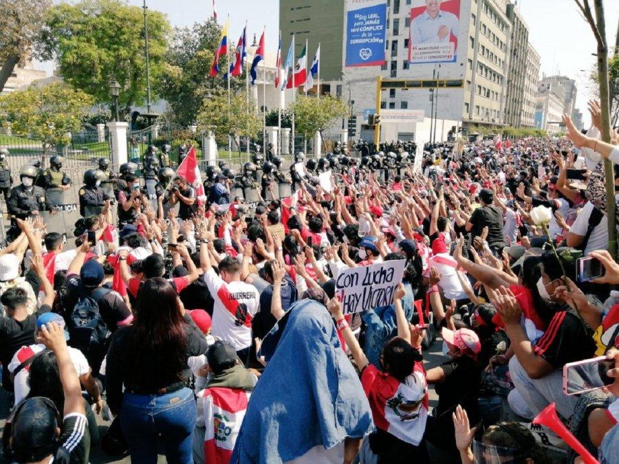Ciudadanos de Perú durante la manifestación en Lima.