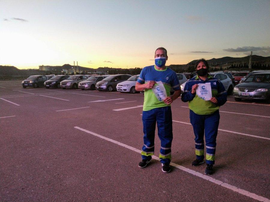 Urbana entregó bolsas de residuos en el autocine