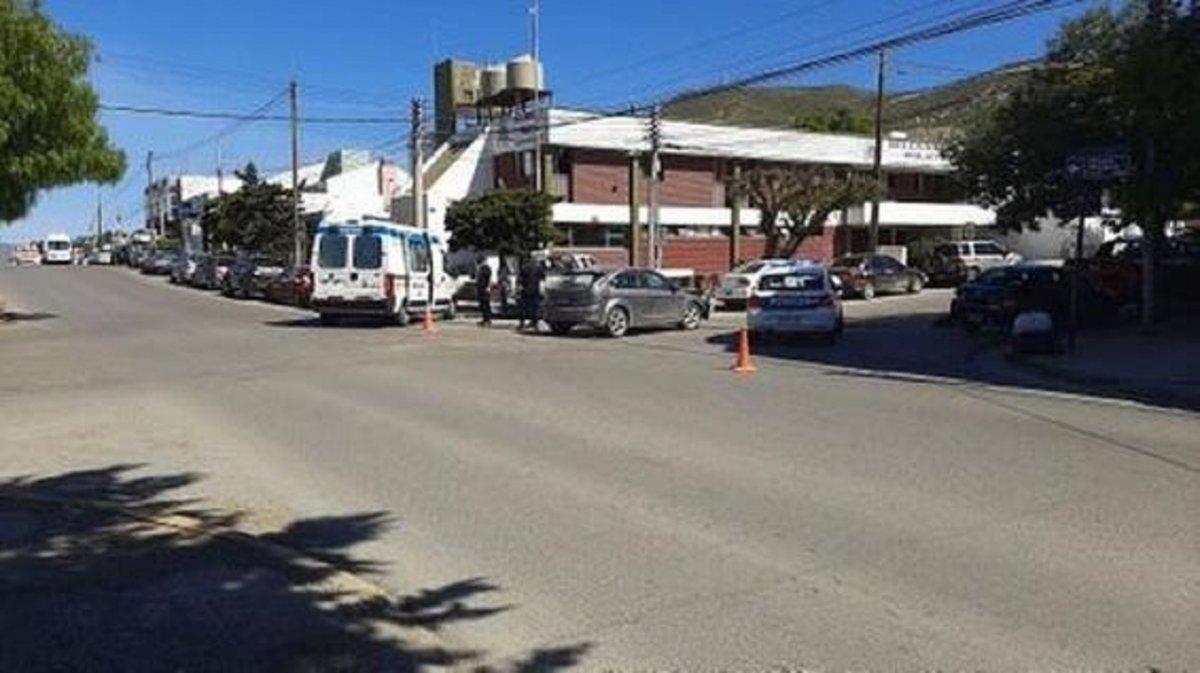 Una camioneta chocó contra la Comisaría Segunda