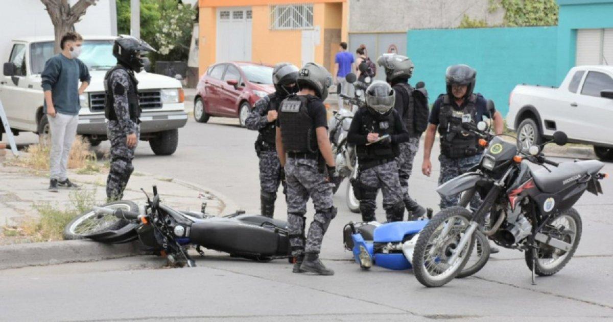 La policia lo detuvo y el aseguró tener Covid-19.