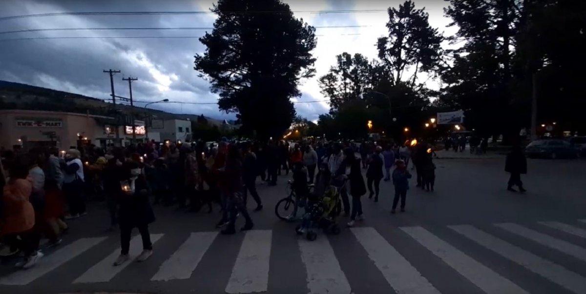 Se estima que marcharon alrededor de 3000 ciudadanos.