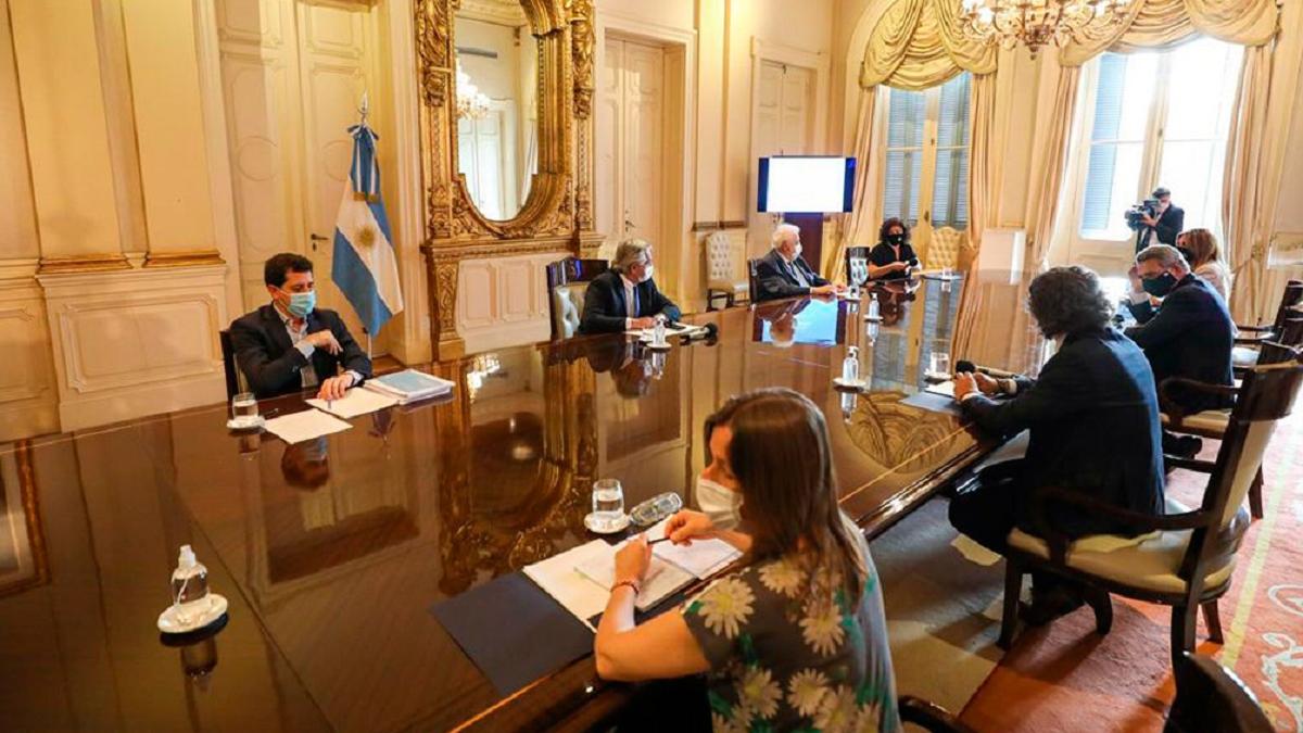 Se reunió este martes el Comité de Vacunación nacional.De la reunión participaron Santiago Cafiero; Ginés González García; Agustín Rossi; Eduardo de Pedro; y Sabina Frederic.