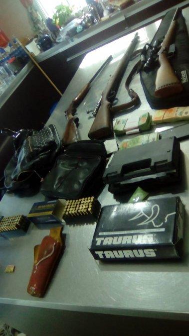 Cayó una banda narco: Secuestran drogas, dinero, armas y detienen a dos personas