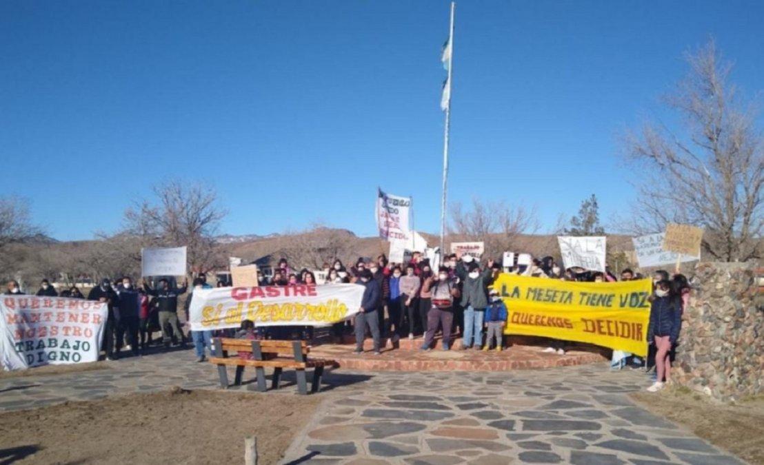 Vecinos de la meseta le piden a los diputados que respalden la zonificación minera. Foto: El Chubut.