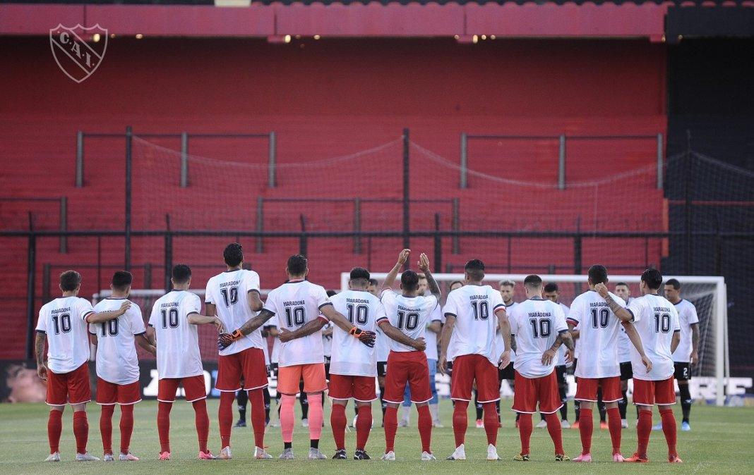 Todos los jugadores con la 10 en la espalda en homenaje a Maradona.