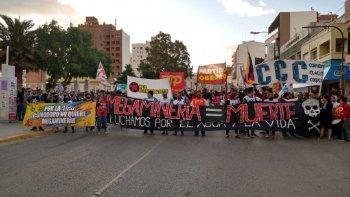 Multitudinaria marcha en Comodoro contra la minería