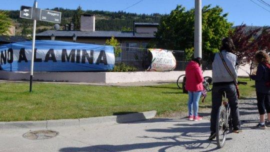Antimineros protestaron frente a la casa de un diputado provincial
