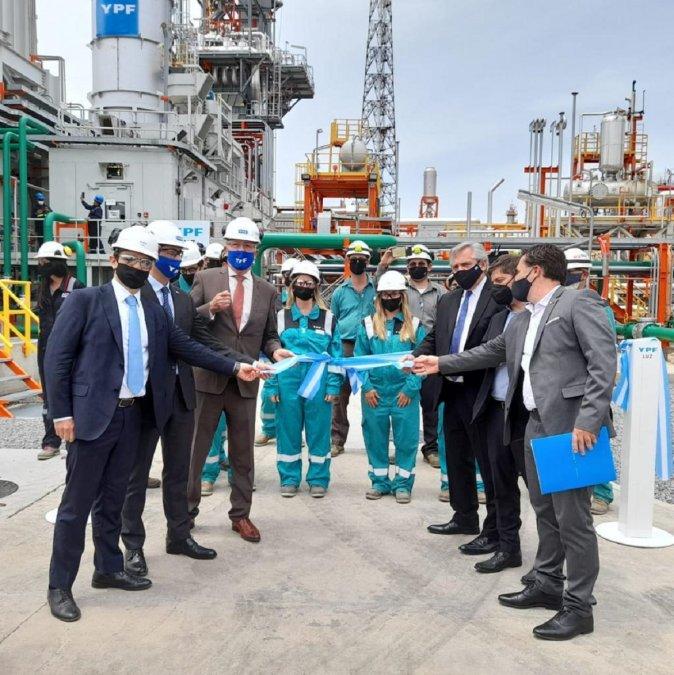 Se inauguró la planta de generación de energía de YPF LPC II.