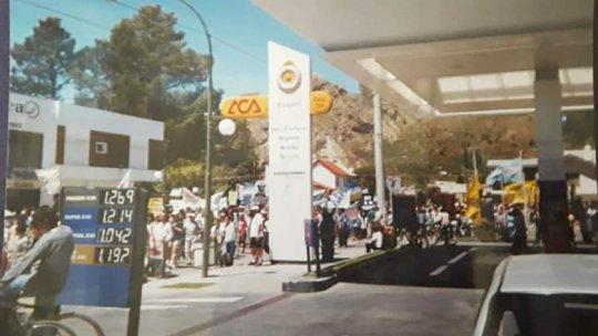 Foto de la vecina esquelense Bety Romeo, quien participó en aquella marcha del 2002. La nafta súper valía $1,2.