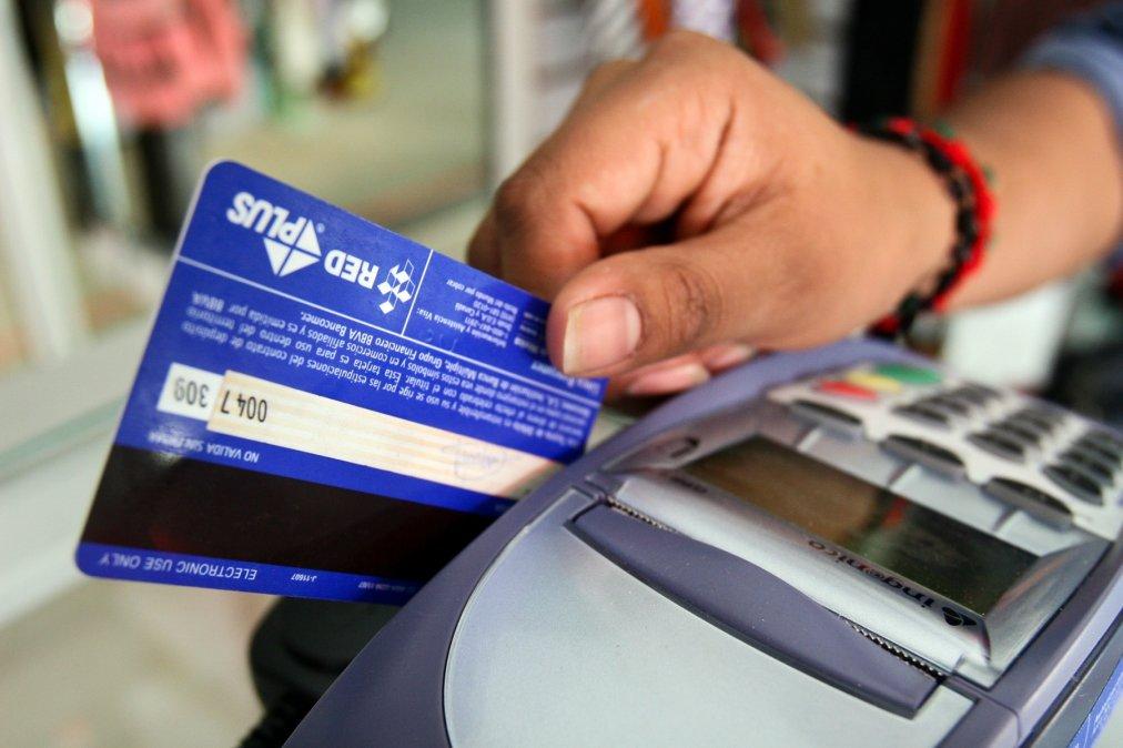 Extendieron la devolución del 15% de compras por débito a jubilados