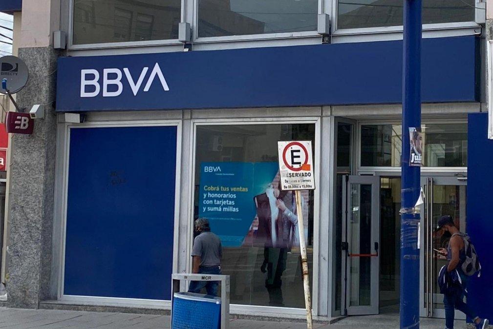 Bancarios realizan medidas de fuerza por desvinculación de personal