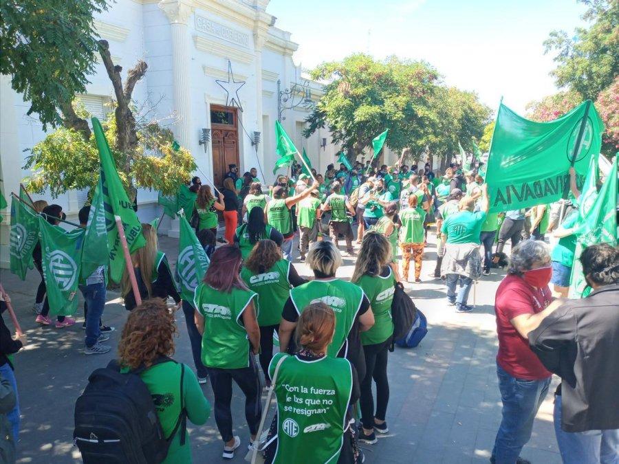 ATE protesta frente a Casa de Gobierno