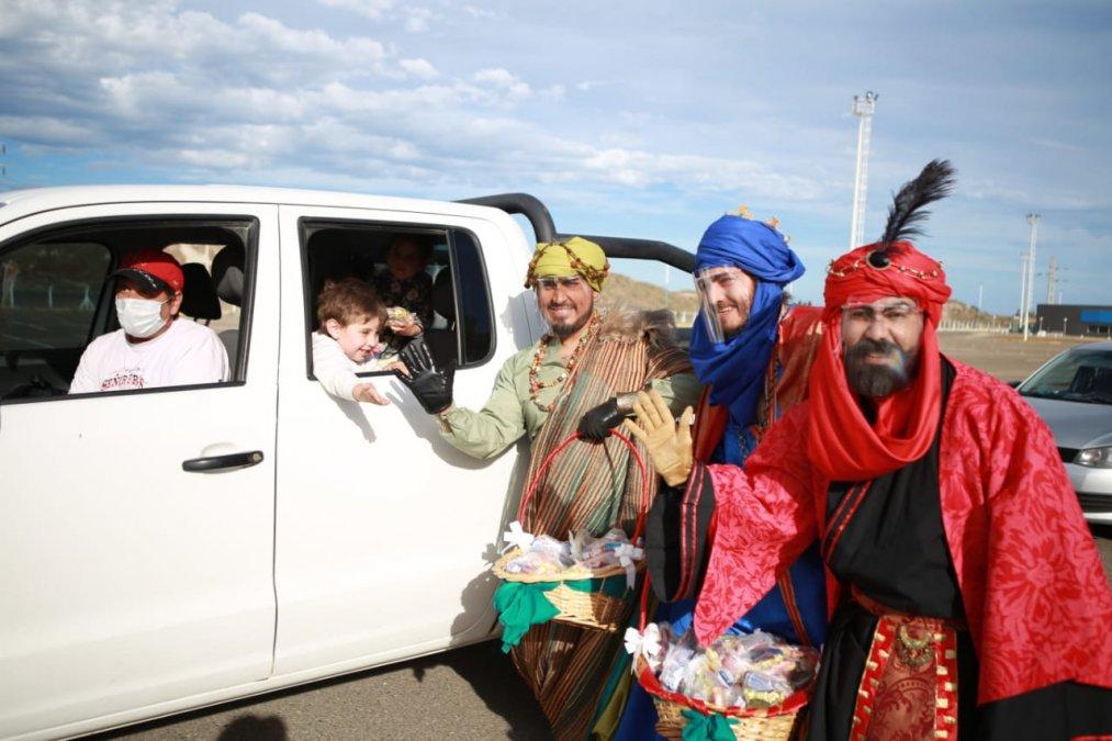 Los reyes magos estuvieron presentes en el autocine.