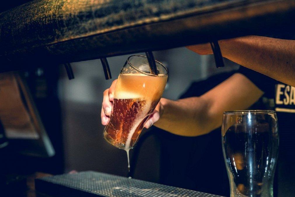 Cervecerías y pubs serían los más afectados con el nuevo decreto.