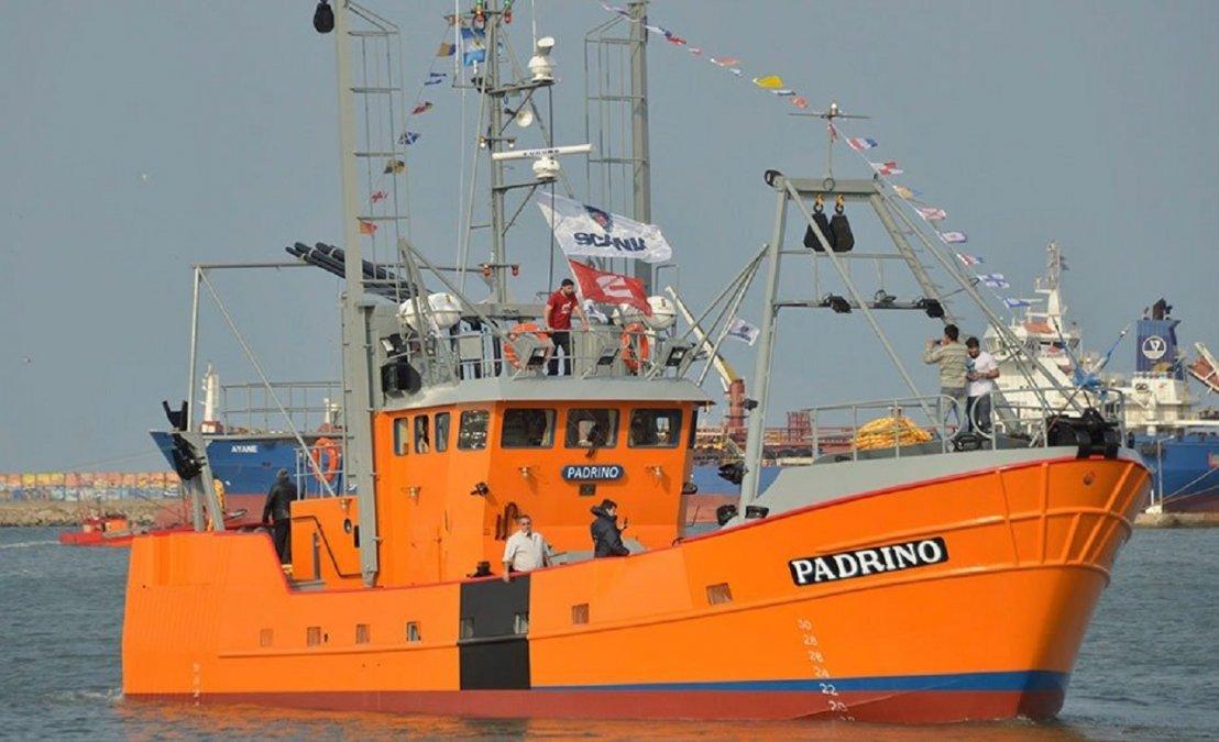 Un tripulante del buque pesquero El Padrino murió esta mañana en alta mar.