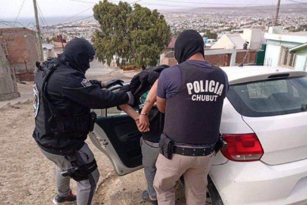Allanamiento y detención deF.A.R. en Las Flores.