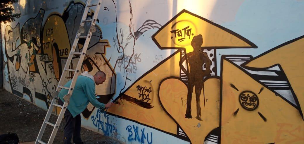 Primer día del mural a Maradona. Tras la tormenta