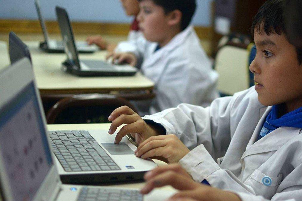 Trotta anunció que se entregarán 500.000 computadoras a estudiantes de todo el país.