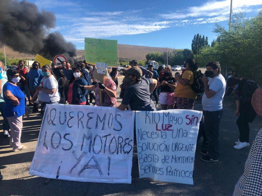 Vecinos de Río Mayo cortaron la Ruta 40 ante la falta de energía