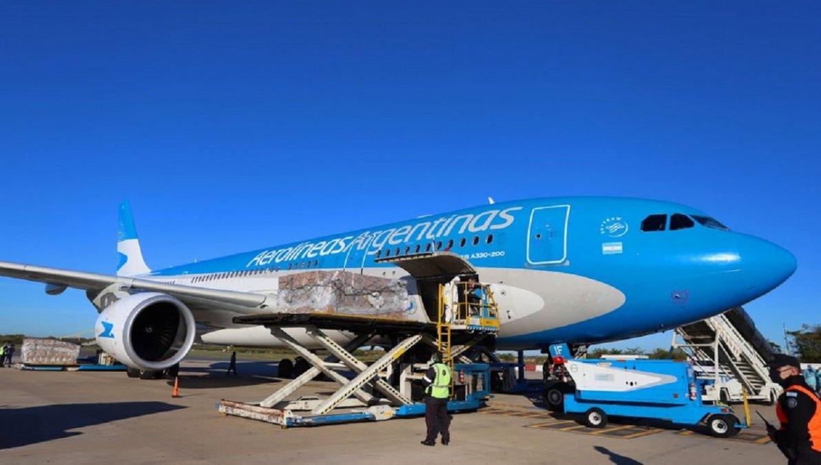 Esta noche parte a Rusia el avión que retornará con 300.000 vacunas de la segunda dosis.
