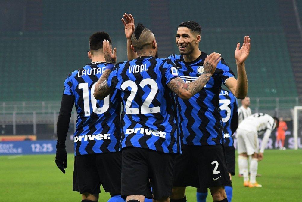 Inter venció a Juventus y alcanzó al Milan en lo más alto