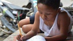 altText(En Filipinas aíslan a niños para frenar el avance del coronavirus)}