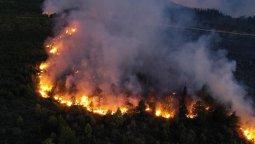 altText(El incendio en El Bolsón ya llegó a territorio de Chubut)}