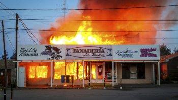 Reconstruirán la emblemática panadería incendiada