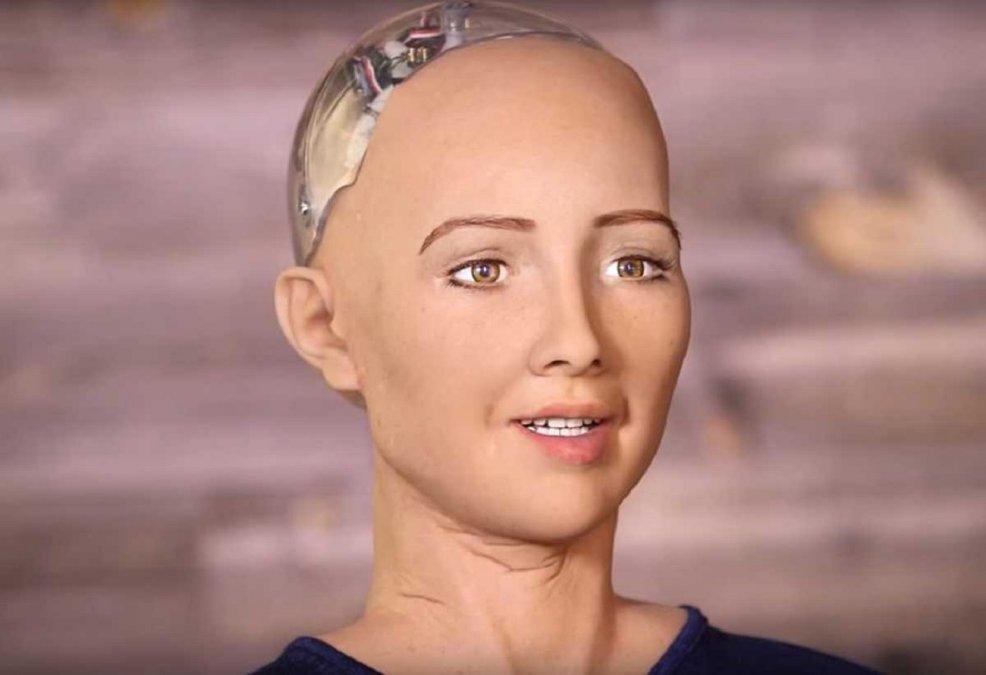 El robot Sofía y otros humanoides se empezarán a producir en masa en plena pandemia.