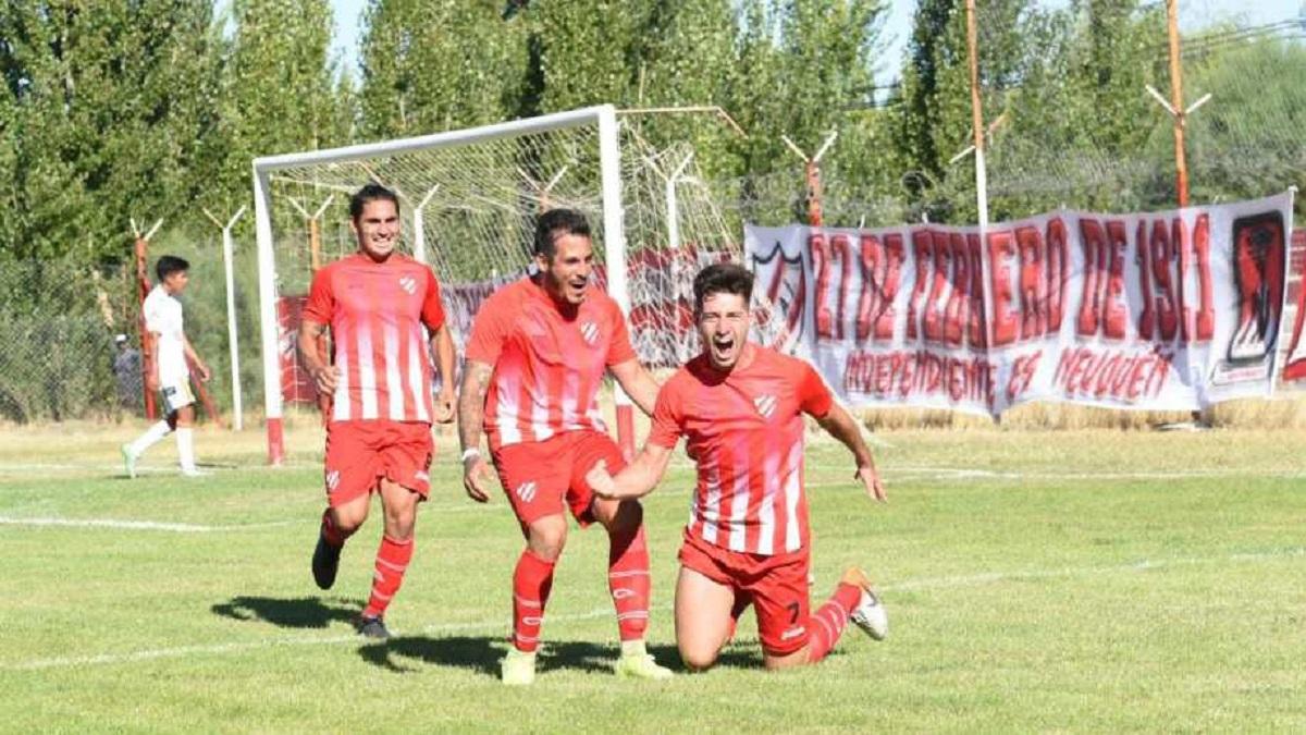 Alan Vivanco anotó los dos goles con los que el Rojo superó a Cruz del Sur. (Florencia Salto)