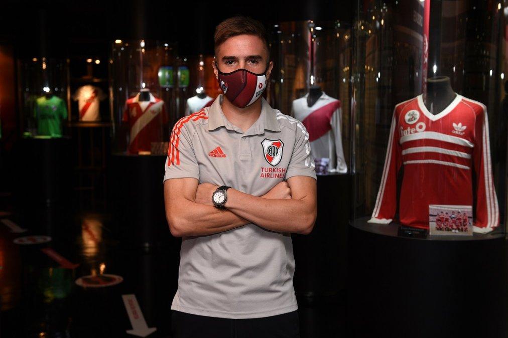 Palavecino se puso la camiseta de River por primera vez.