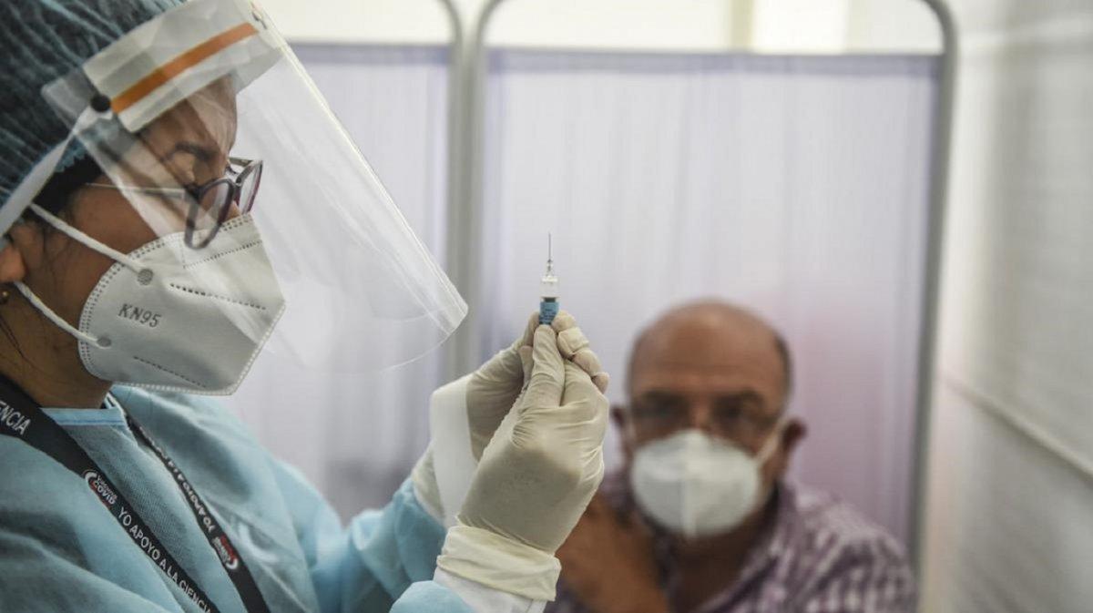 Perú: Vacunas para amigos, políticos y empresarios en un país con 100 mil muertes