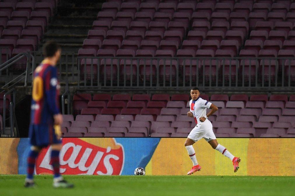 Mbappe se despachó un hat-trick en su primer partido en el Camp Nou.