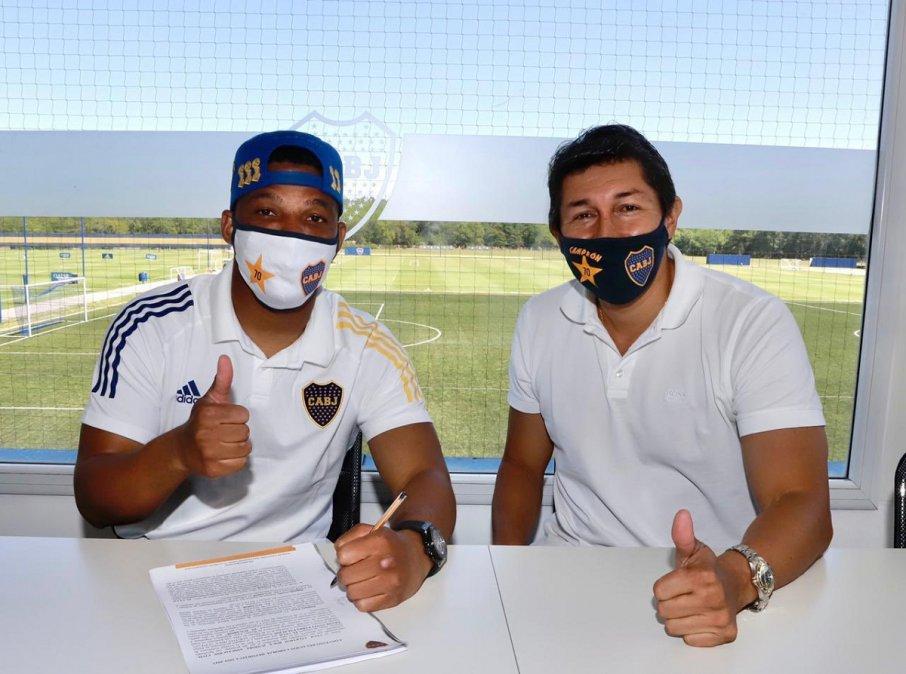 Fabra junto a Bermúdez en la renovación de su contrato.