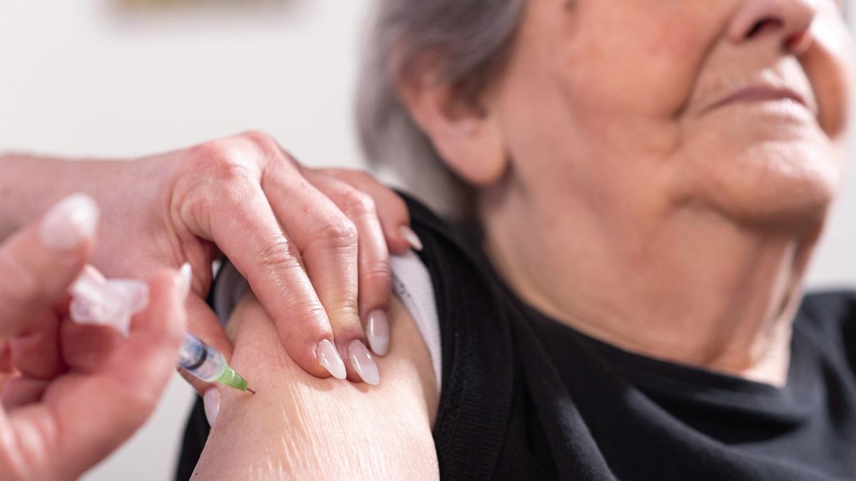 Caleta Olivia comenzó a vacunar contra el coronavirus a mayores de 90 años