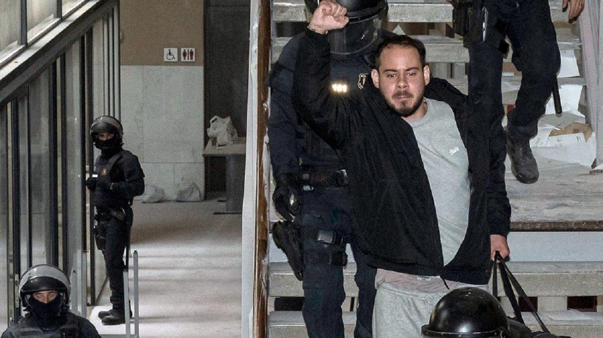 Sexta noche de protestas en Cataluña por la prisión del rapero