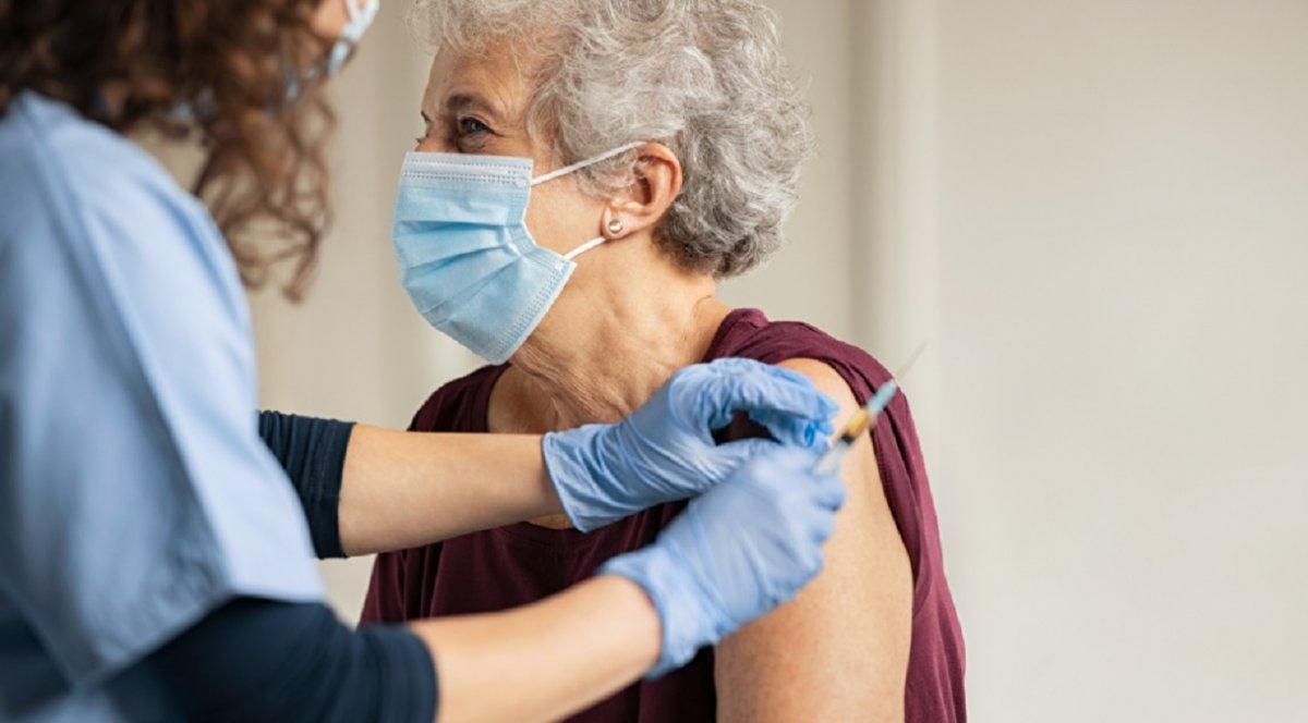 El plan de vacunación ya había iniciado con el personal de salud.