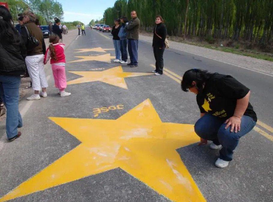 Estrellas amarillas.