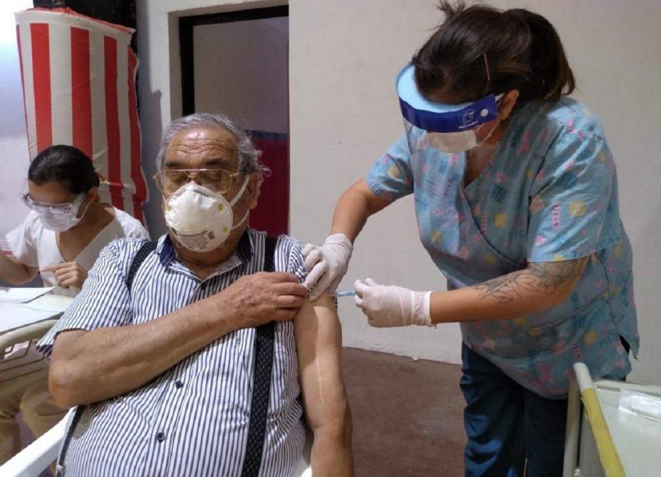 14.000 personas de los grupos priorizados ya se vacunaron contra el COVID-19 en Chubut