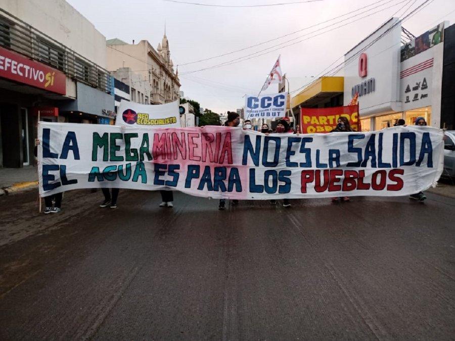 Manifestación contra la megaminería en la calle San Martín.
