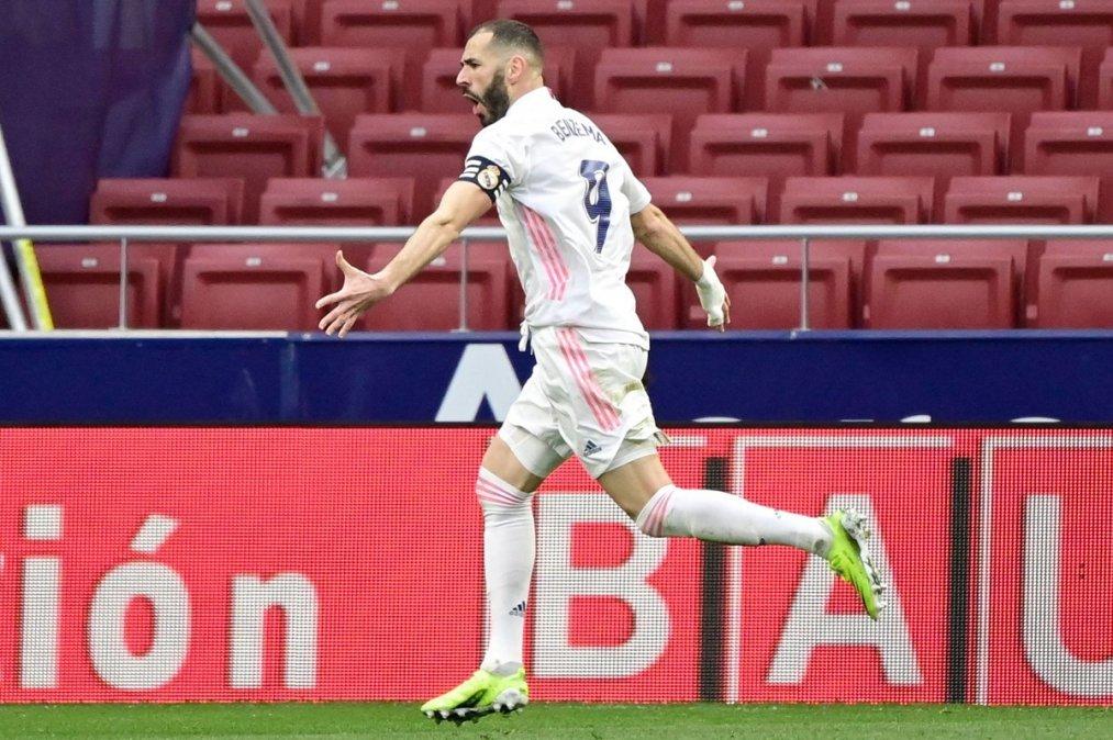 Benzema sobre el final rescató un punto para el Real.